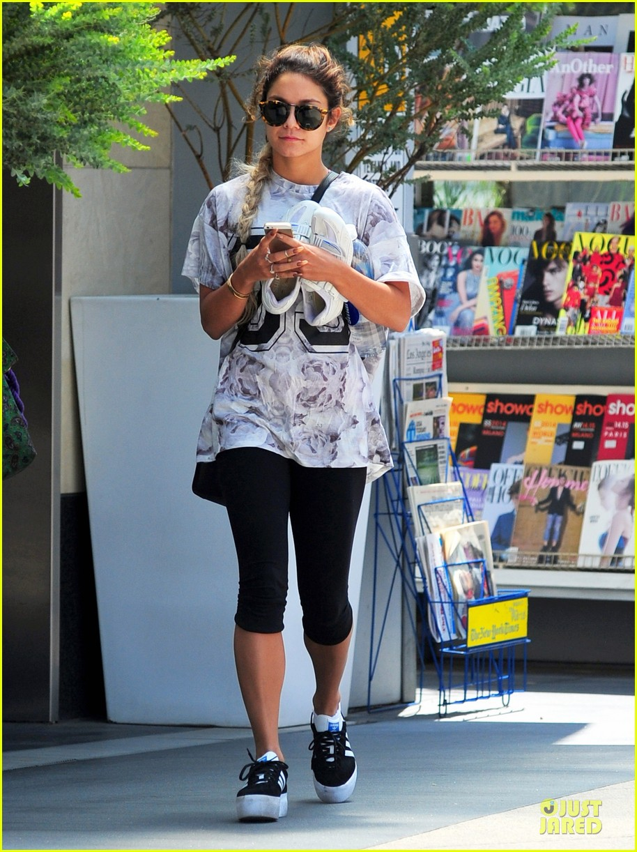 vanessa hudgens taller with platform shoes 033122122
