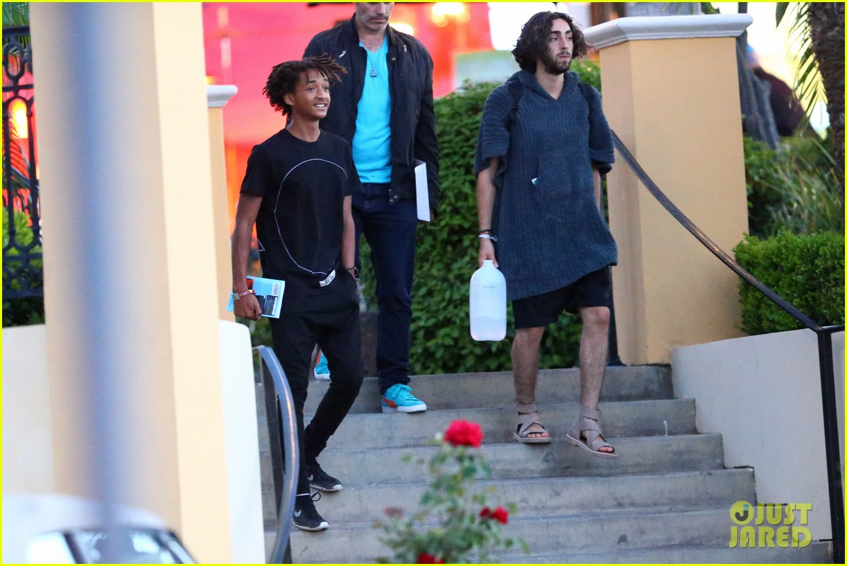 jaden smiths dad will smith helps fan announce pregnancy 13