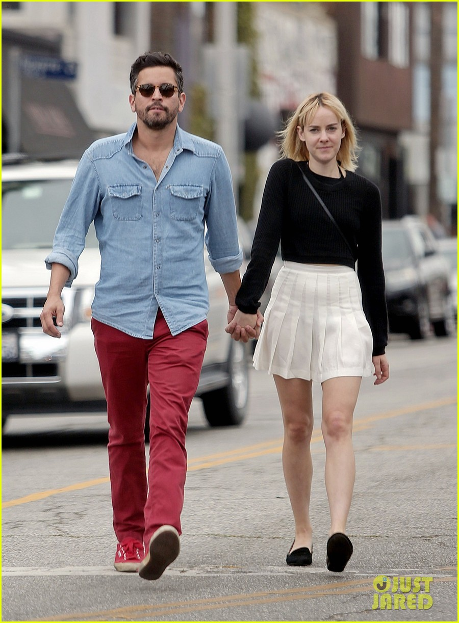 jena malone smooches mystery boyfriend in la 05
