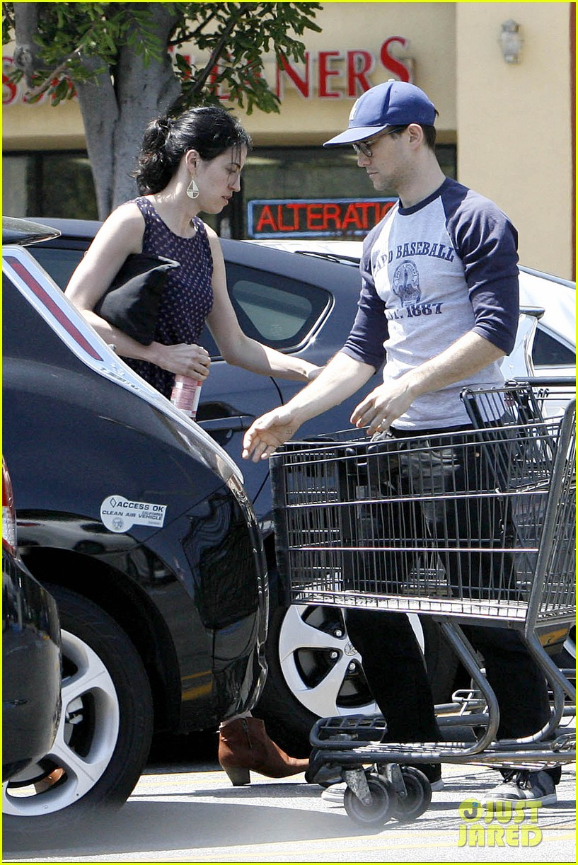 joseph gordon levitt holds tight to mystery woman 01