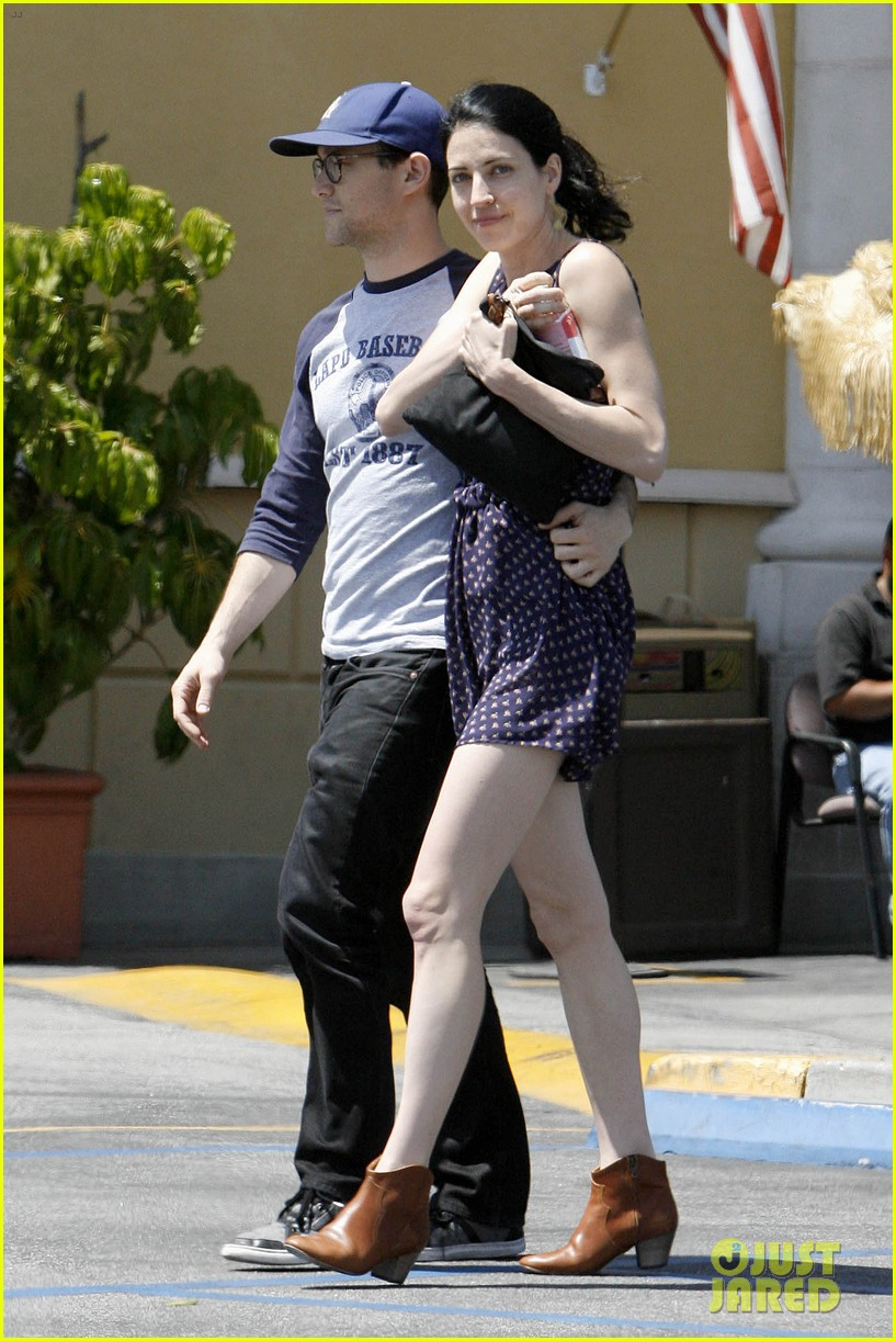 joseph gordon levitt holds tight to mystery woman 073111753