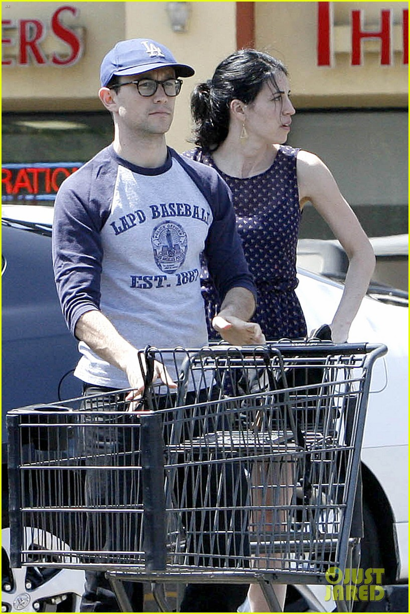 joseph gordon levitt holds tight to mystery woman 08
