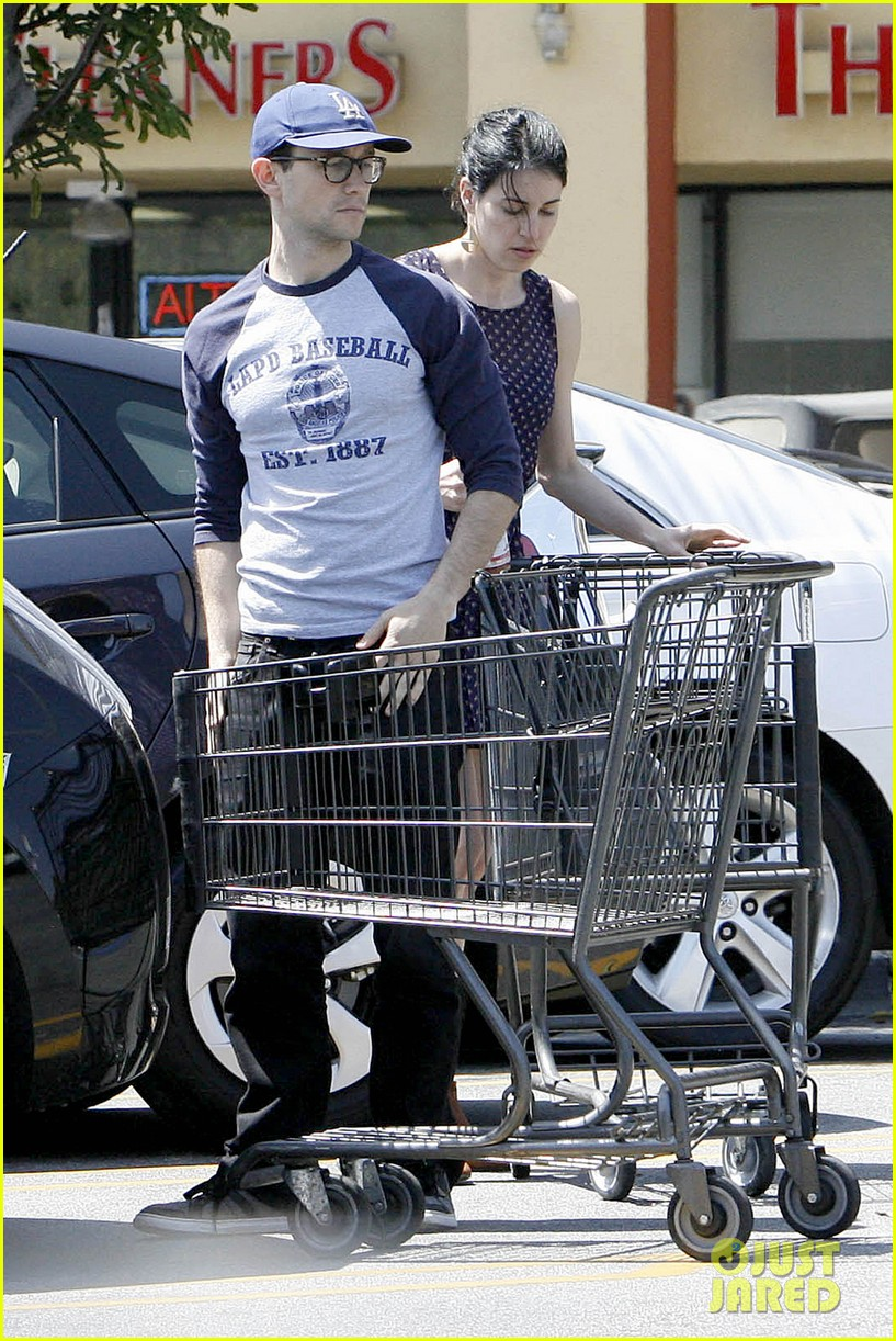 joseph gordon levitt holds tight to mystery woman 15