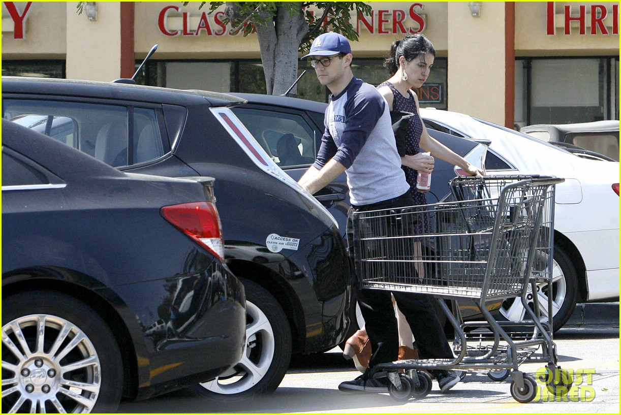 joseph gordon levitt holds tight to mystery woman 19