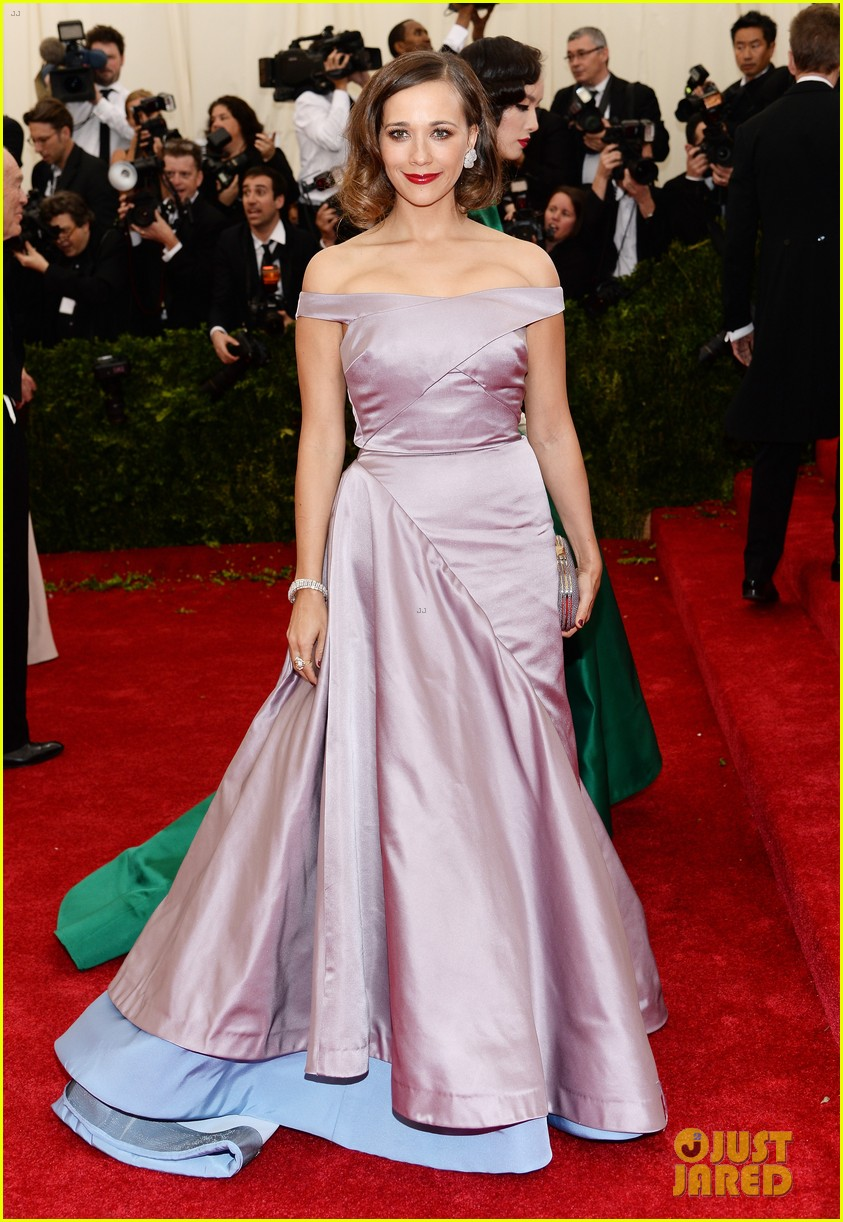 rashida jones joins instagram hits the red carpet for the met ball 2014 033106156