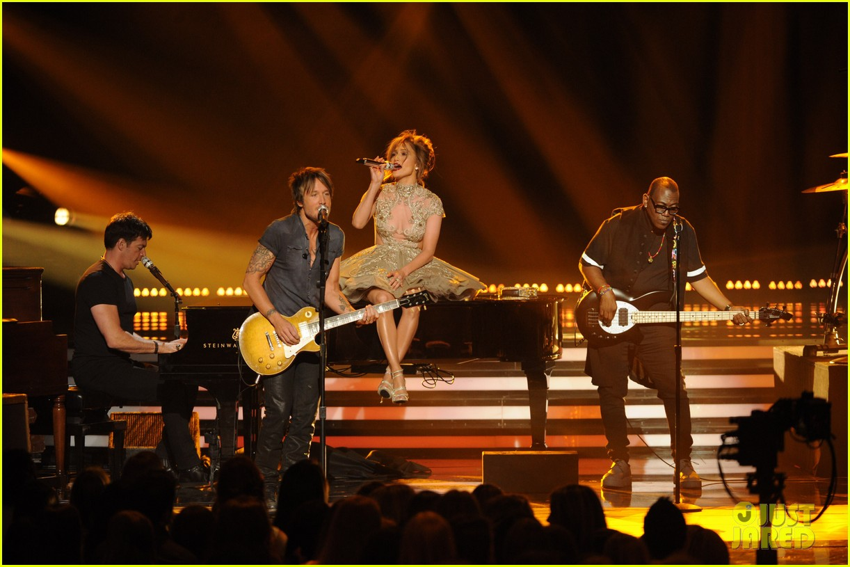 american idol judges perform together finale 02
