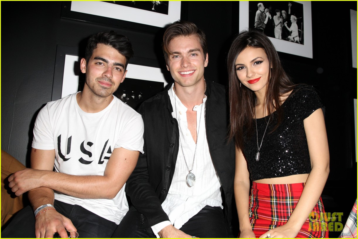 victoria justice joins joe jonas at nylons music issue party 023122560