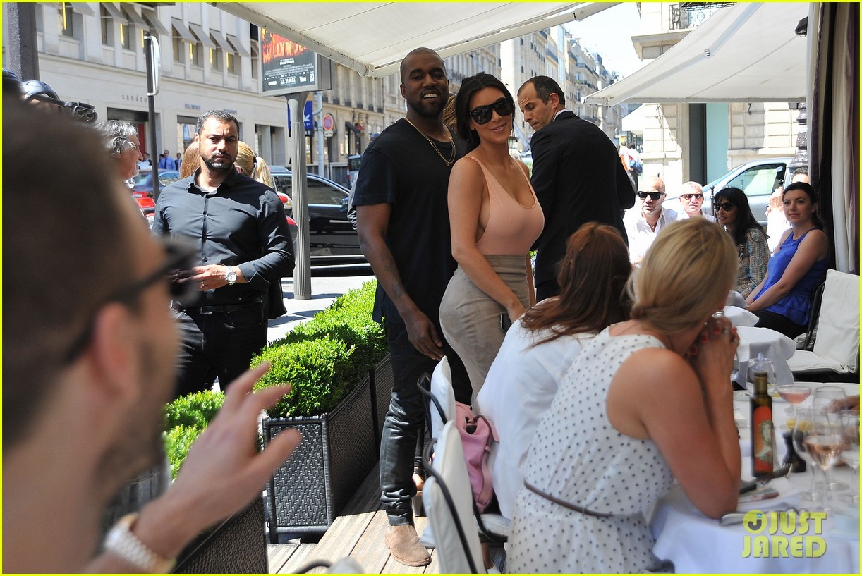 kim kardashian flaunts her assets in form fitting outift in paris 02