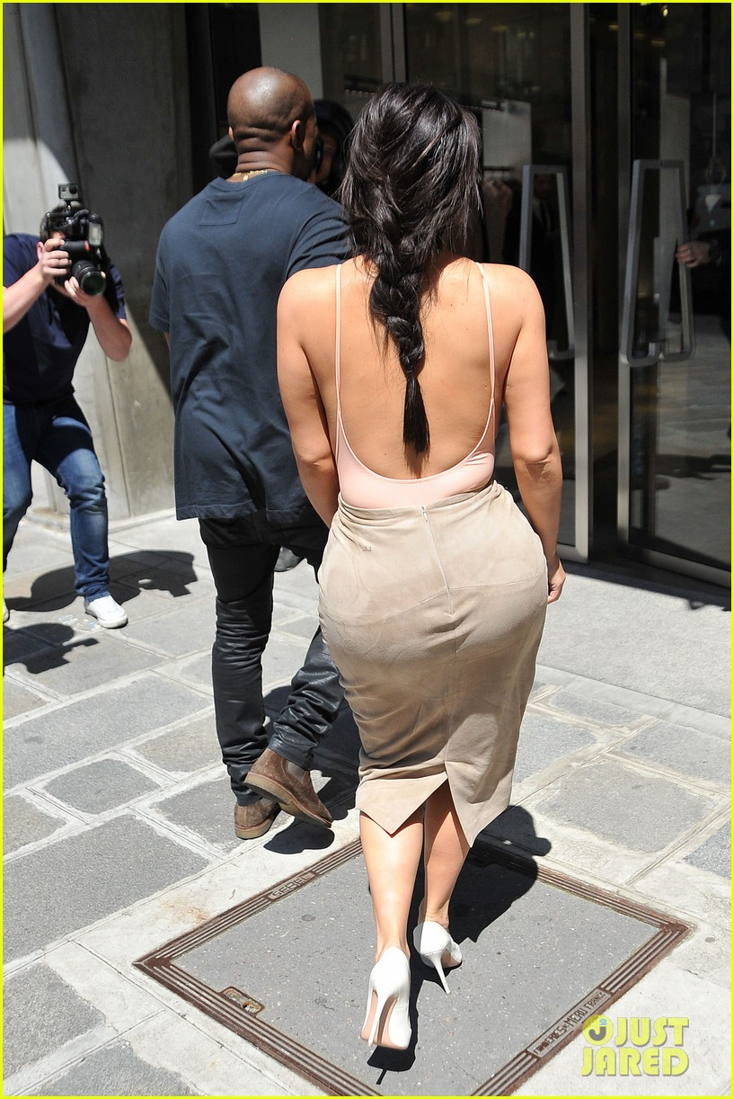 kim kardashian flaunts her assets in form fitting outift in paris 08