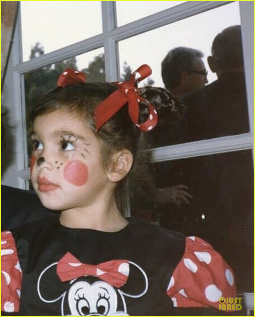 kim kardashian adorable pic as minnie mouse 05