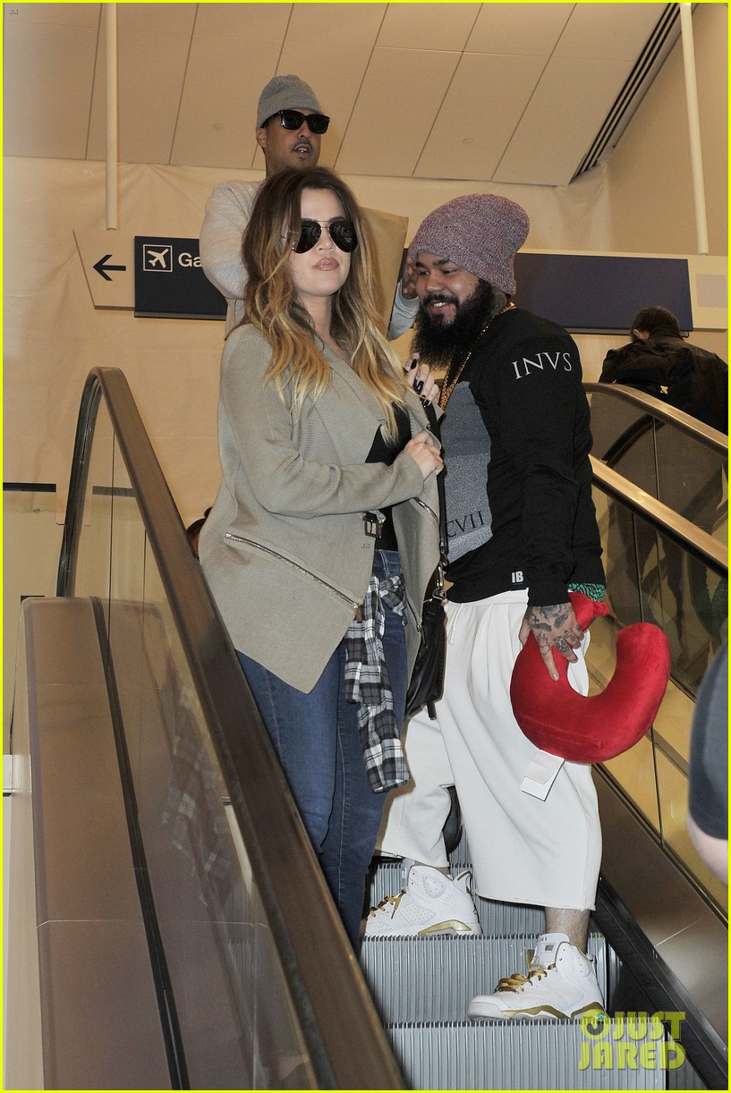 khloe kourtney kardashian touch down at lax just in time for mothers day 09