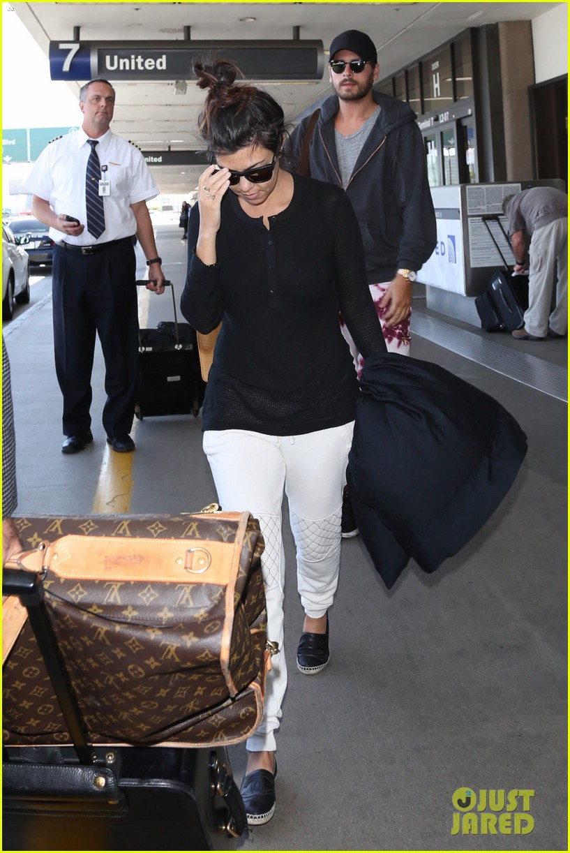 khloe kourtney kardashian touch down at lax just in time for mothers day 14
