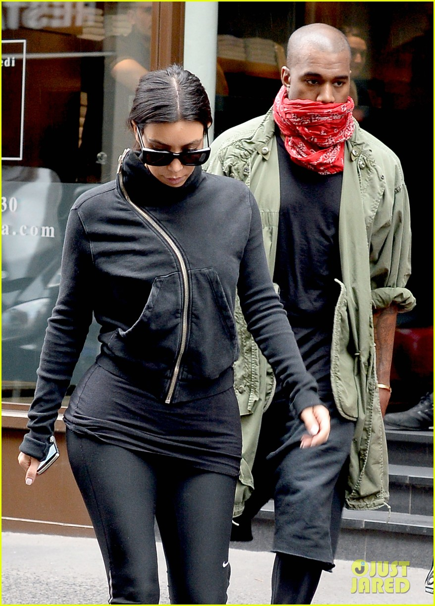 kim kardashian kanye wests wedding guests will get private tour of versailles 02