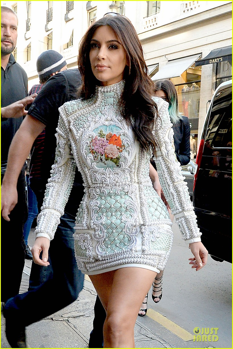 kim kardashian changes into sexy short dress 083120078
