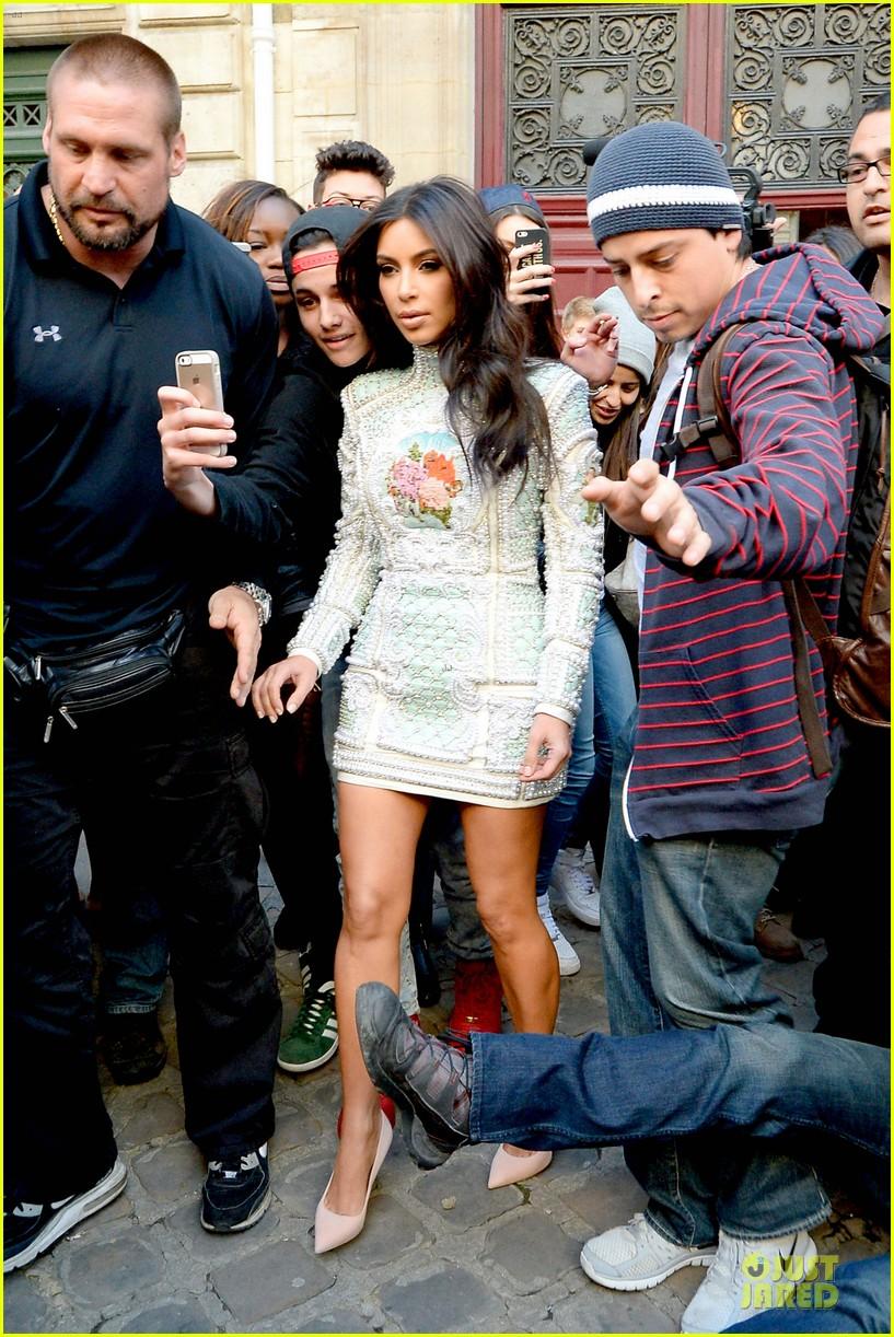 kim kardashian changes into sexy short dress 16