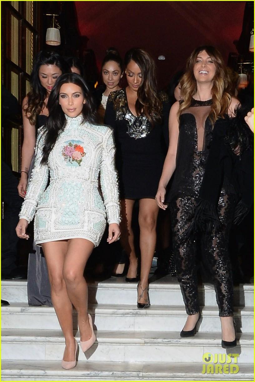 kim kardashian kanye west celebrate pre wedding lunch with valentino her entire family 07