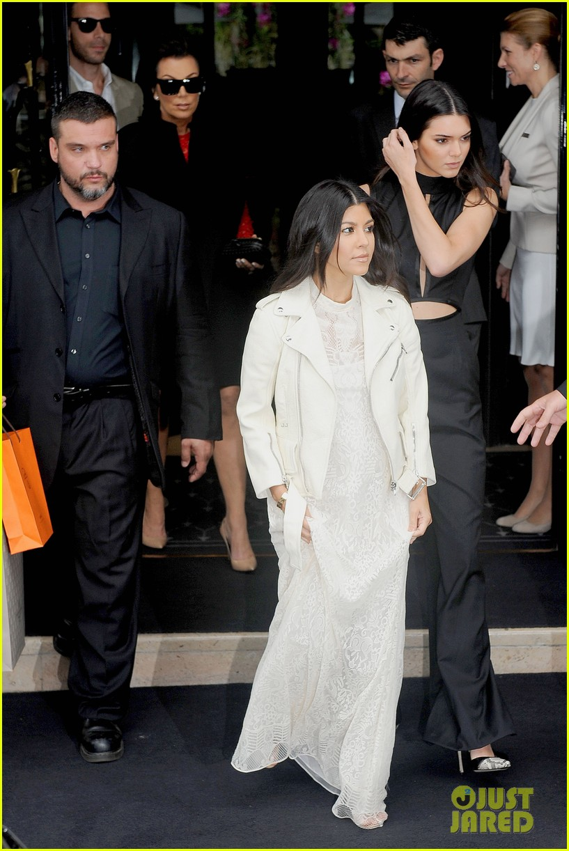 kim kardashian kanye west celebrate pre wedding lunch with valentino her entire family 113120554