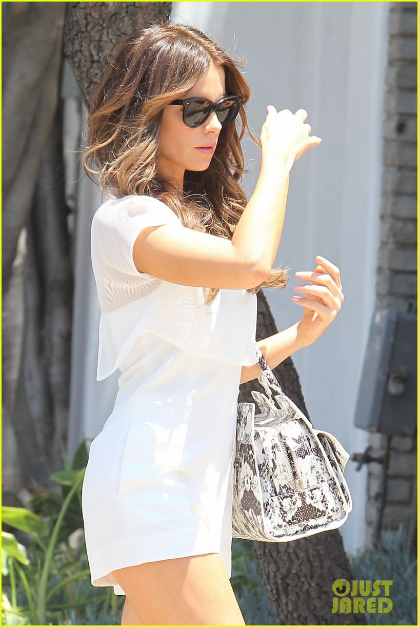 kate beckinsale tobey maguire attend star studded memorial day party 04