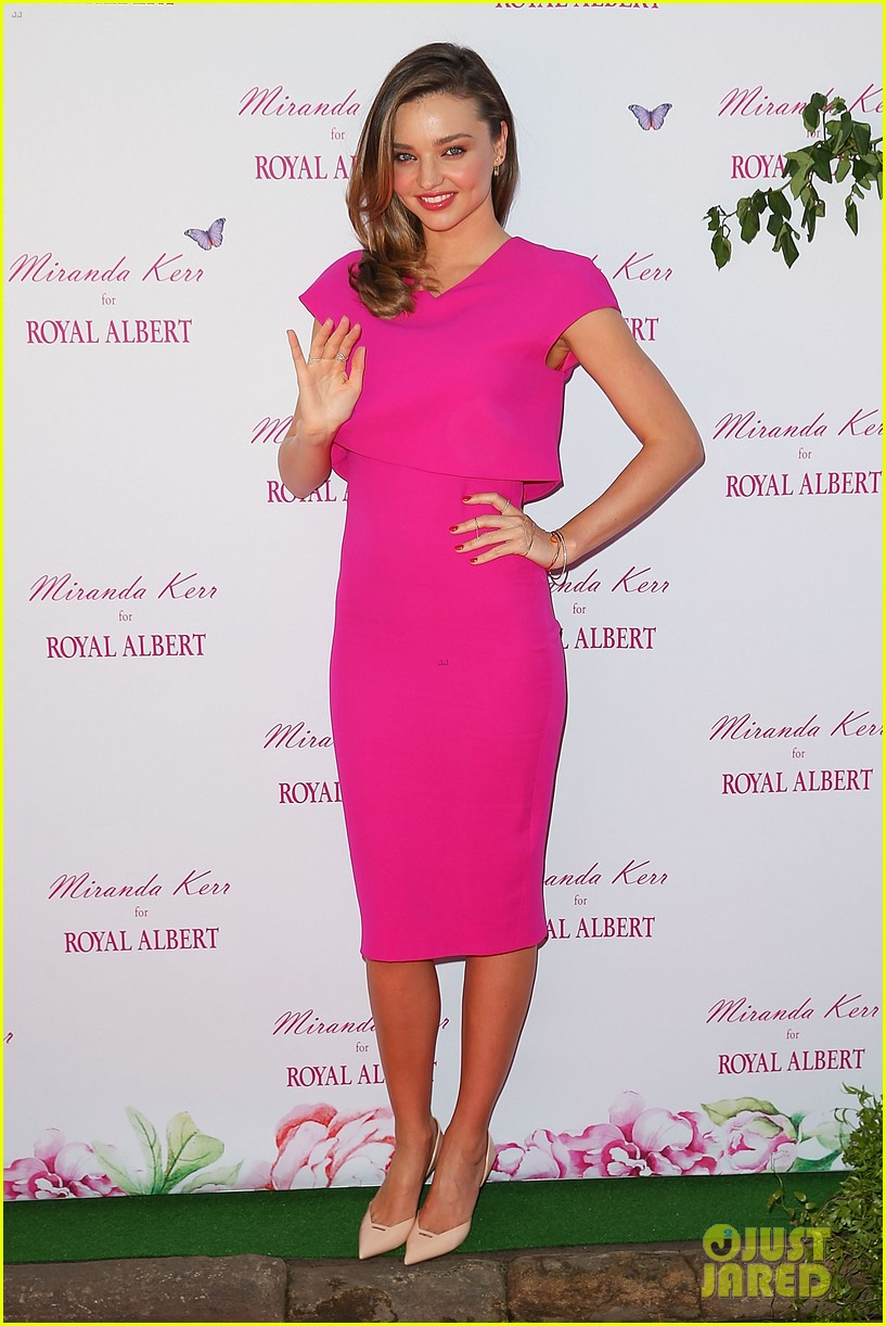 miranda kerr rocks two chic looks to promote her teaware 073114747