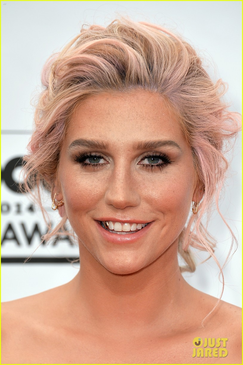 kesha goes black lacy for billboard music awards 2014 023116674