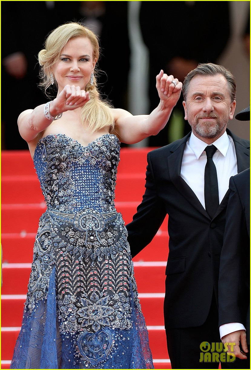nicole kidman wears gorgeous intricately beaded gown for grace of monaco cannes premiere 04