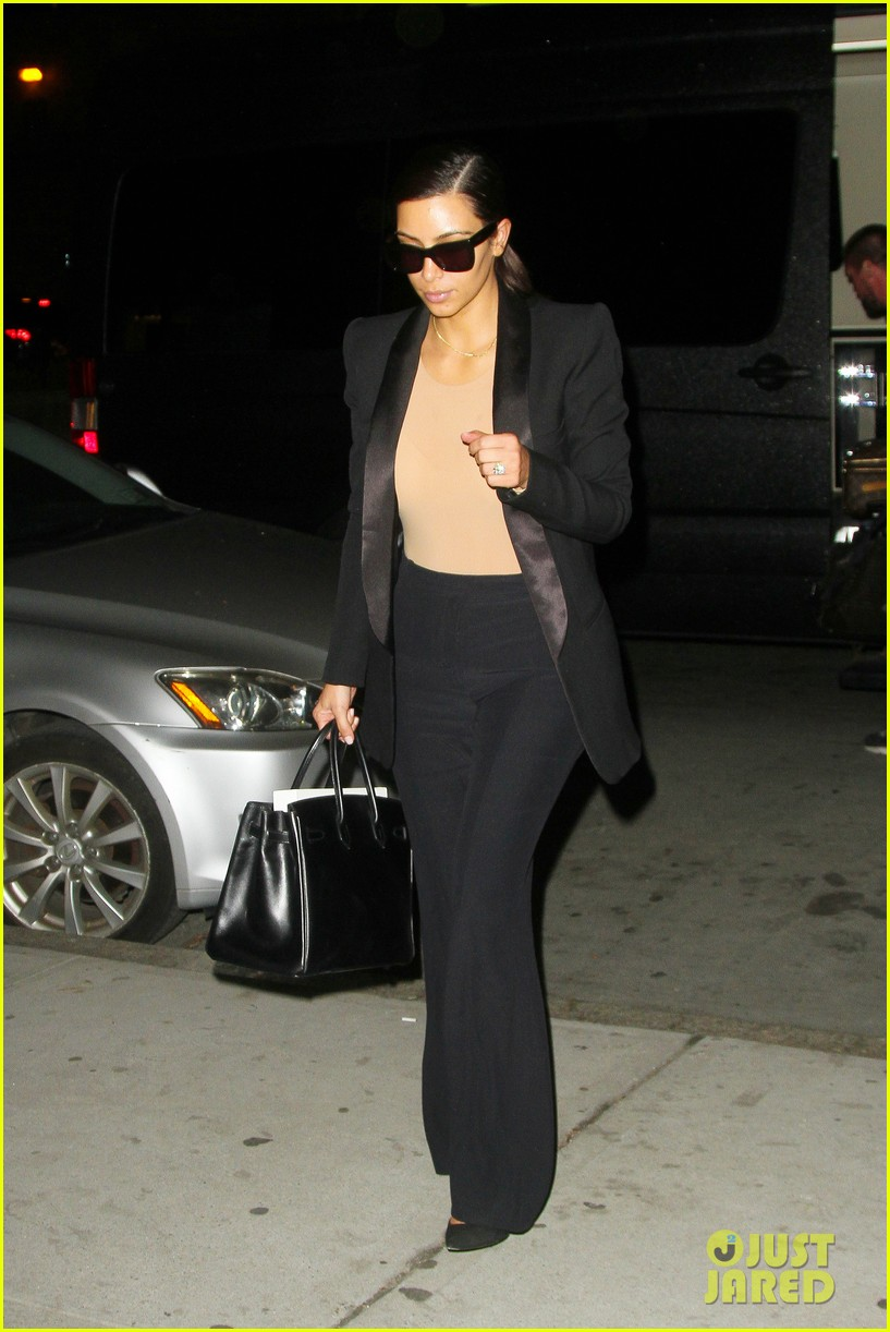 kim kardashian kanye west arrive in nyc after wedding rumors 023105337