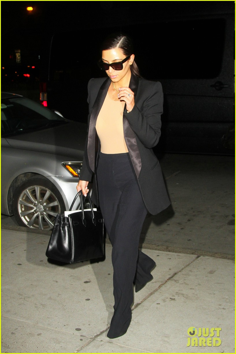 kim kardashian kanye west arrive in nyc after wedding rumors 093105344