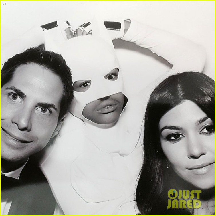 kim kardashian kanye west wedding photo booth 08