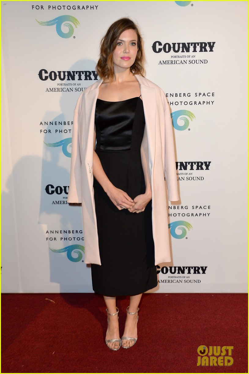 jaime king mandy moore annenberg space for photography country exhibit 13