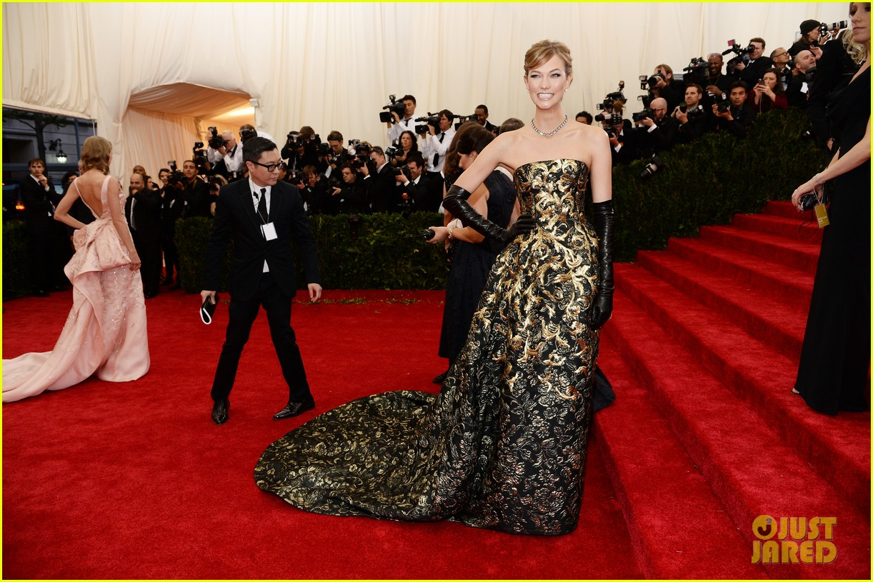 karlie kloss is gold lame gorgeous at met ball 2014 013106291