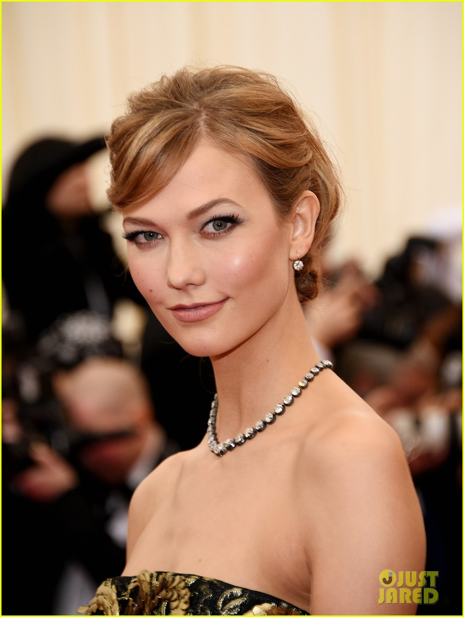 karlie kloss is gold lame gorgeous at met ball 2014 02