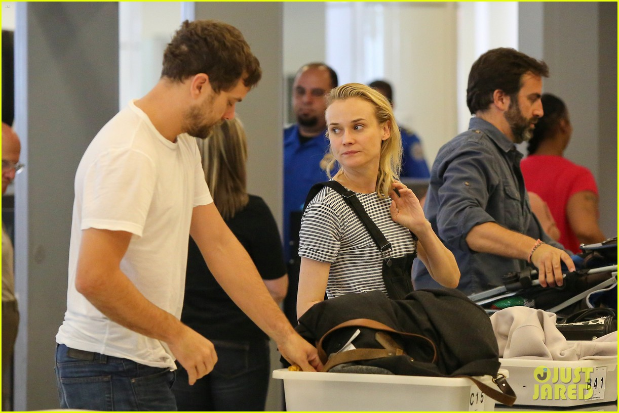 diane kruger joshua jackson take flight at lax 01