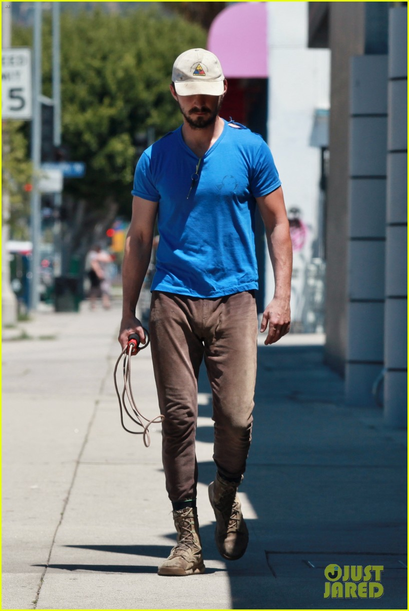 shia labeouf sure is dedicated to the gym these days 083104377