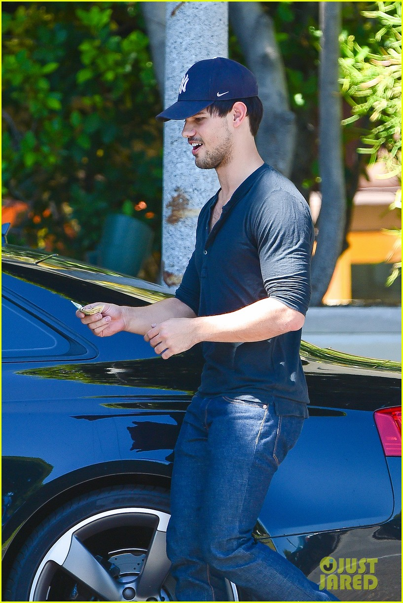 taylor lautner fantastically talanted does his own stunts 023114932