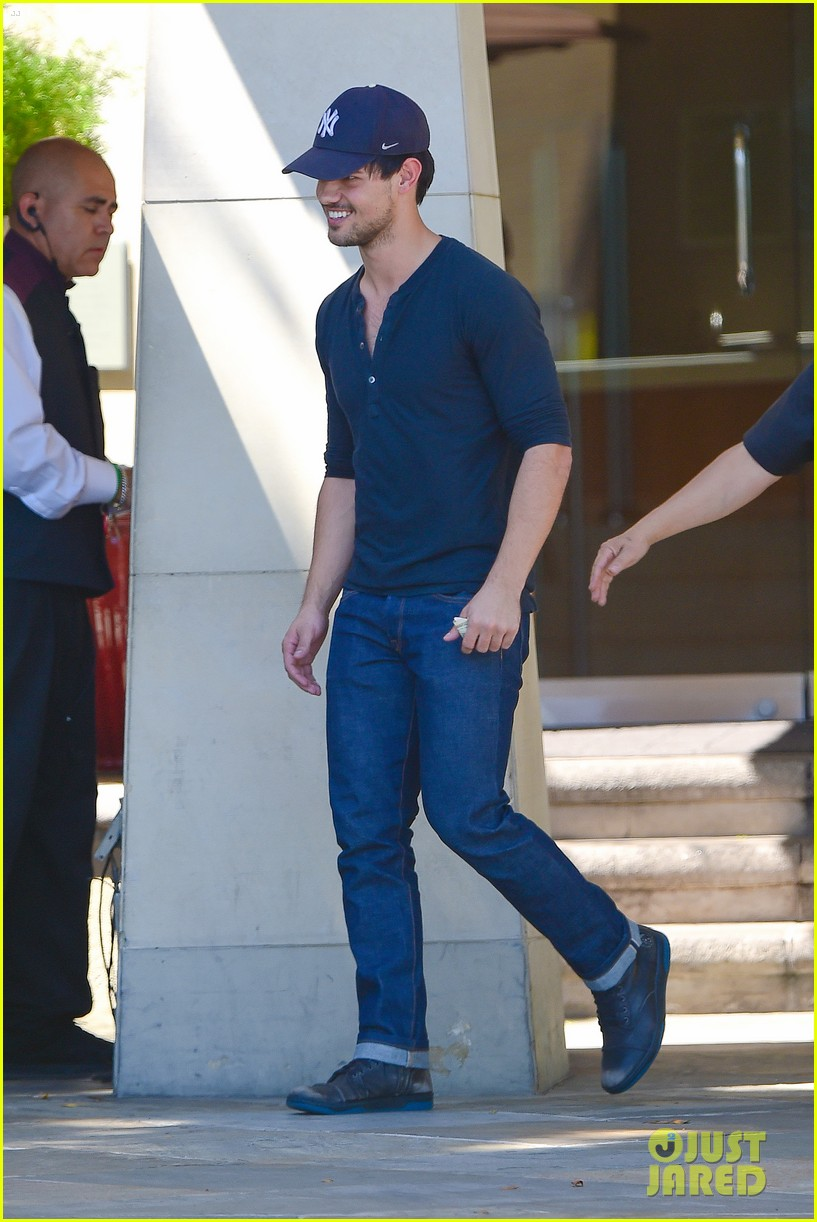 taylor lautner fantastically talanted does his own stunts 073114937