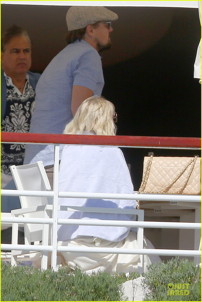 leonardo dicaprio toni garrn grab lunch with mom 02