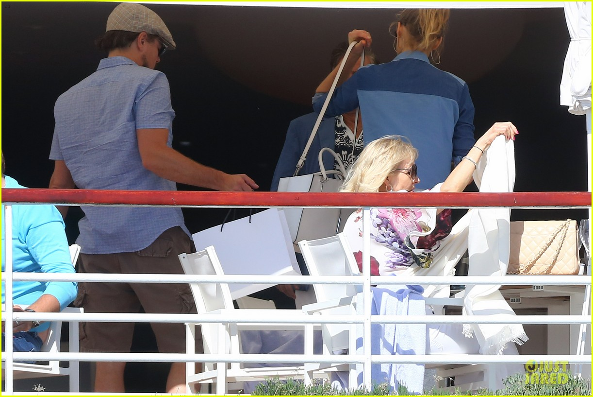 leonardo dicaprio toni garrn grab lunch with mom 053121224