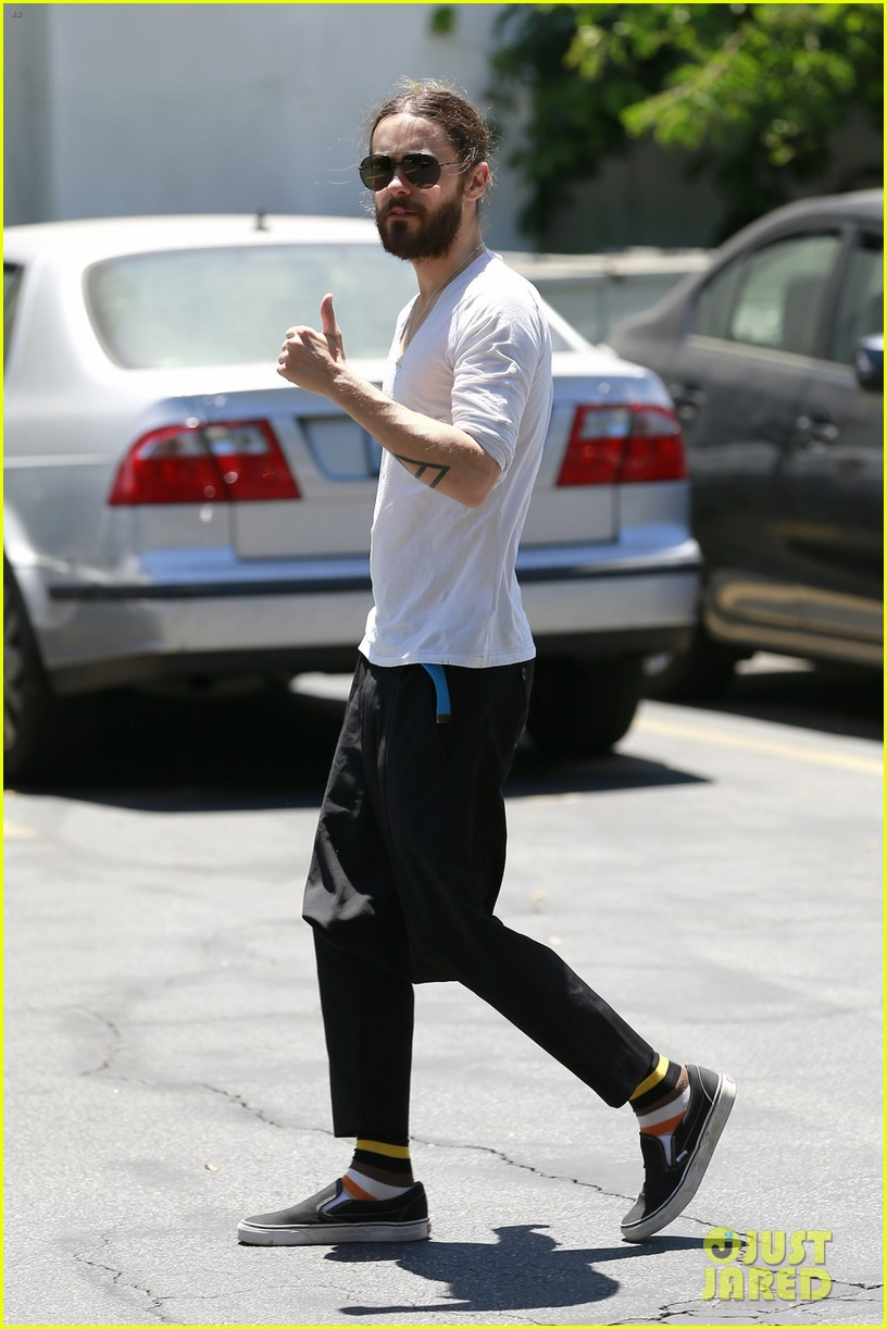 jared leto can make drop crotch pants the new trend 04