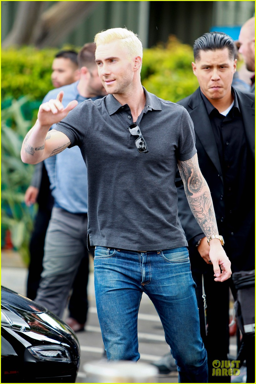 adam levine considers shaving head now 113107553