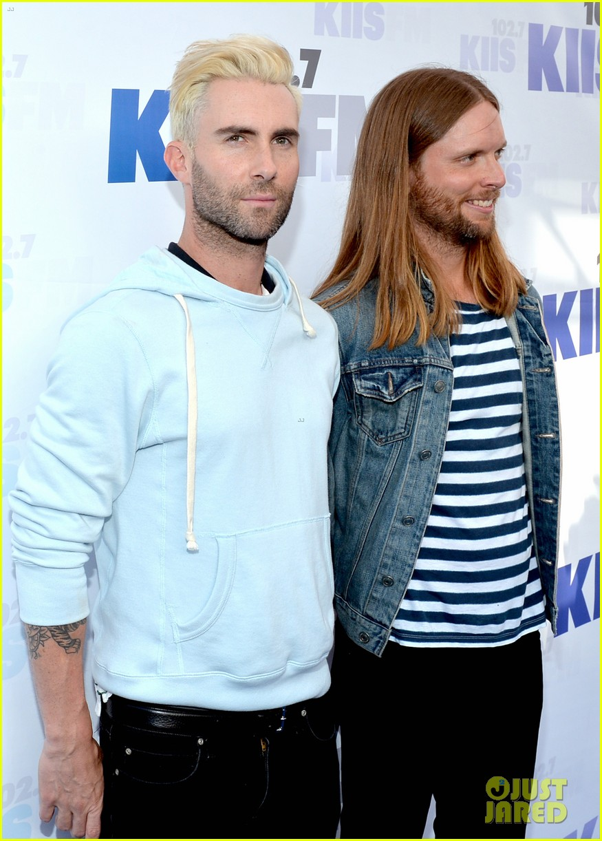 adam levine makes a funny face still is sexiest man alive 133110521