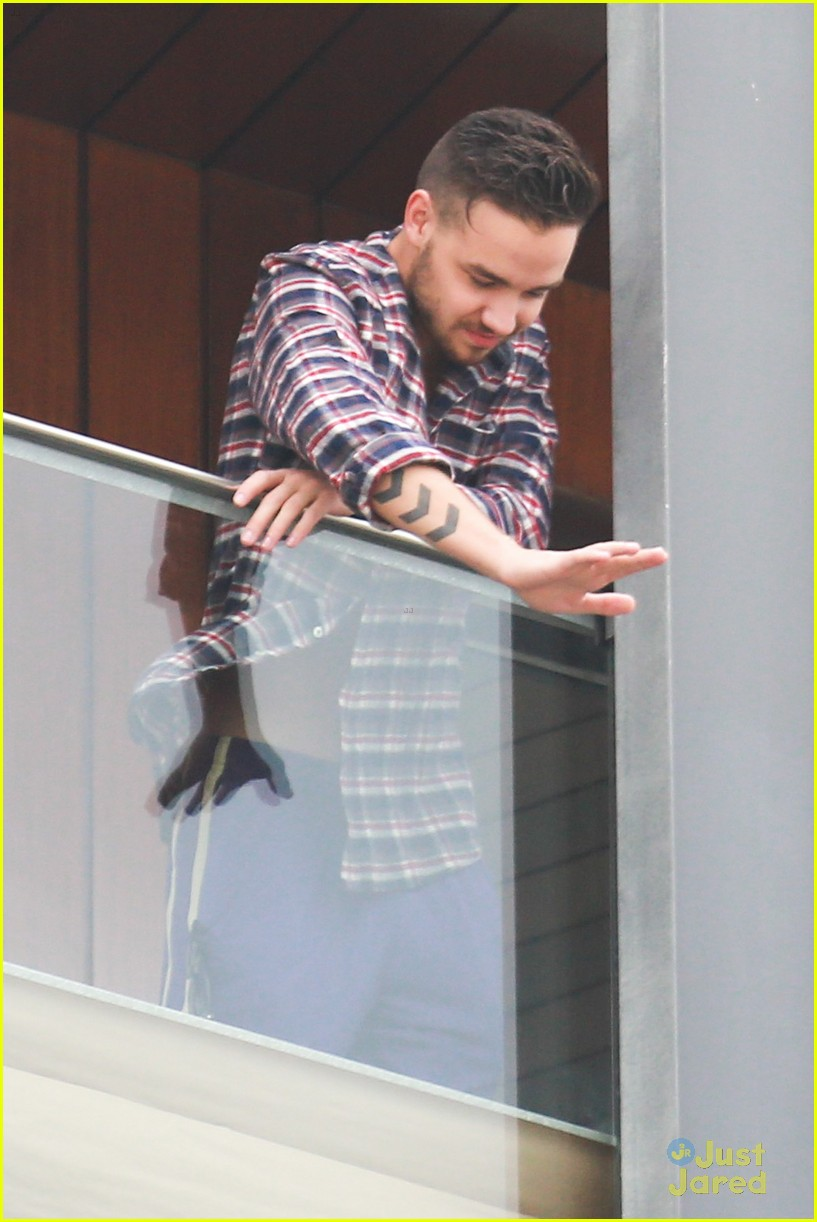 liam payne balcony sing for nicole 15