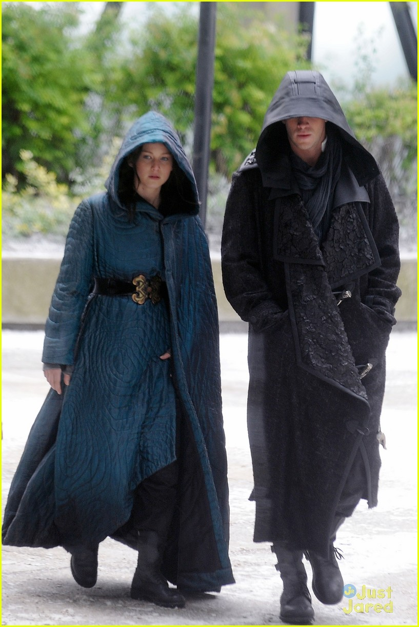 jennifer lawrence liam hemsworth mockingjay robes 023107826
