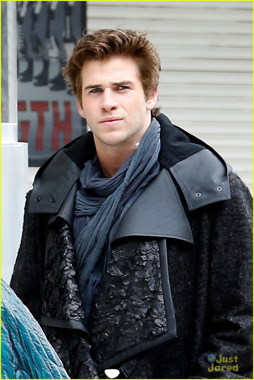 jennifer lawrence liam hemsworth mockingjay robes 093107833