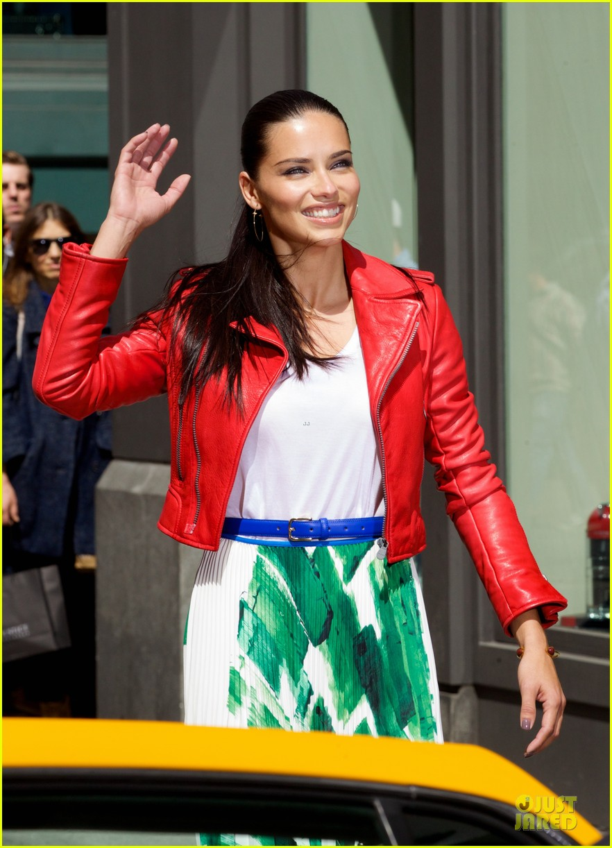 adriana lima maybe its maybelline soho 15