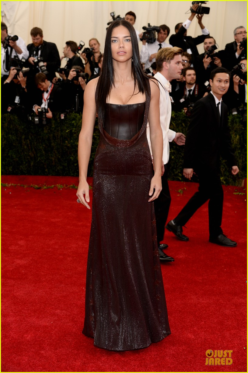 adriana lima amazing at met ball 2014 01