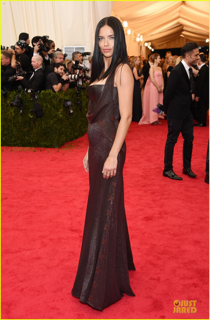 adriana lima amazing at met ball 2014 02