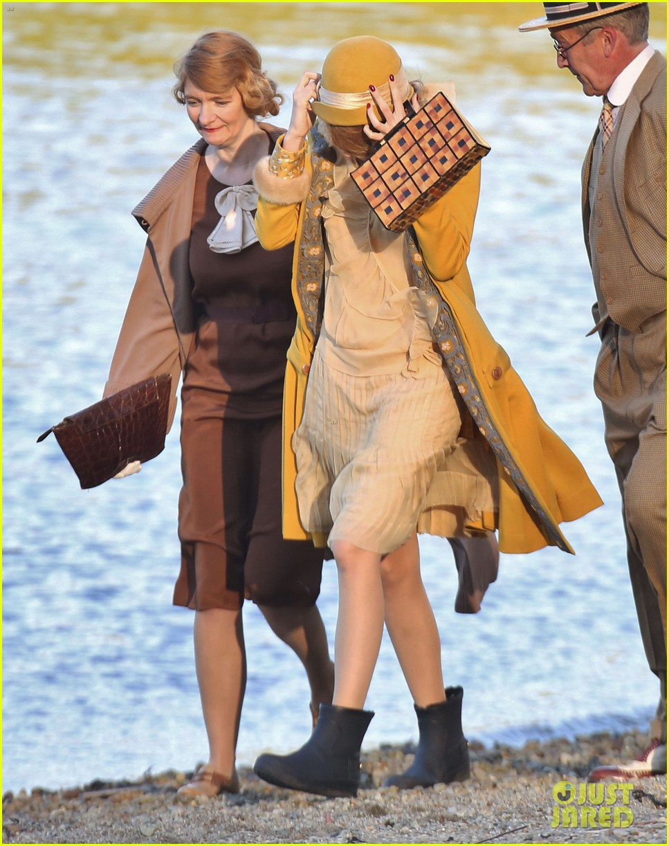 blake lively hits the beach in burnaby for age of adaline shoot 06