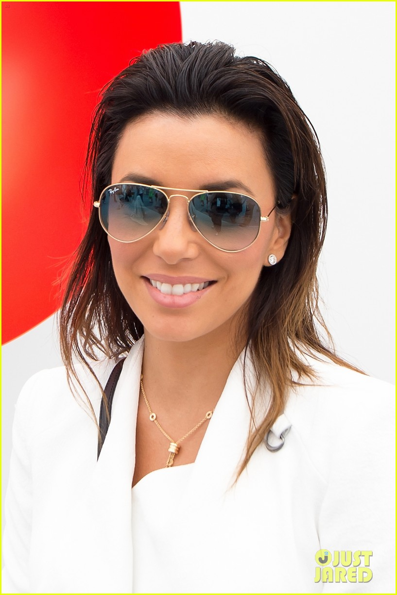 eva longoria boyfriend get cozy at fierze art festival 04