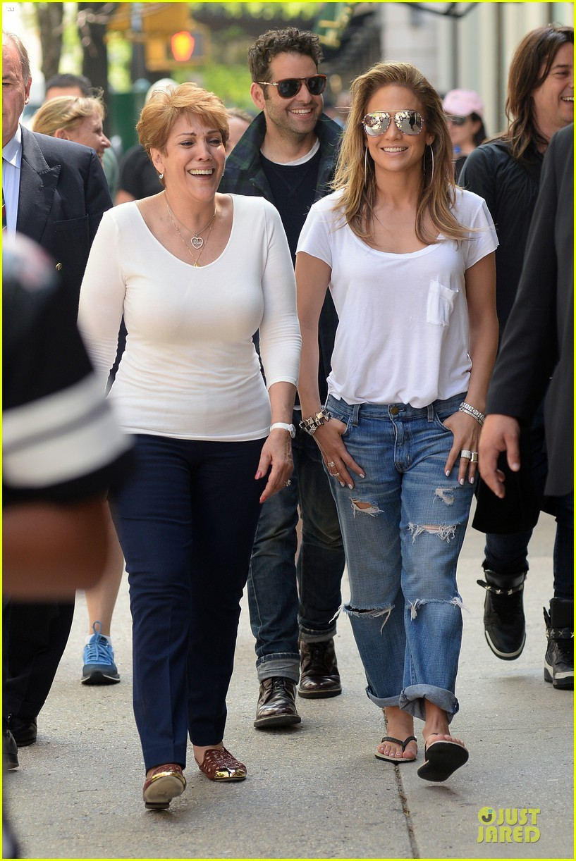 jennifer lopez mom guadalupe spend time after mothers day 03