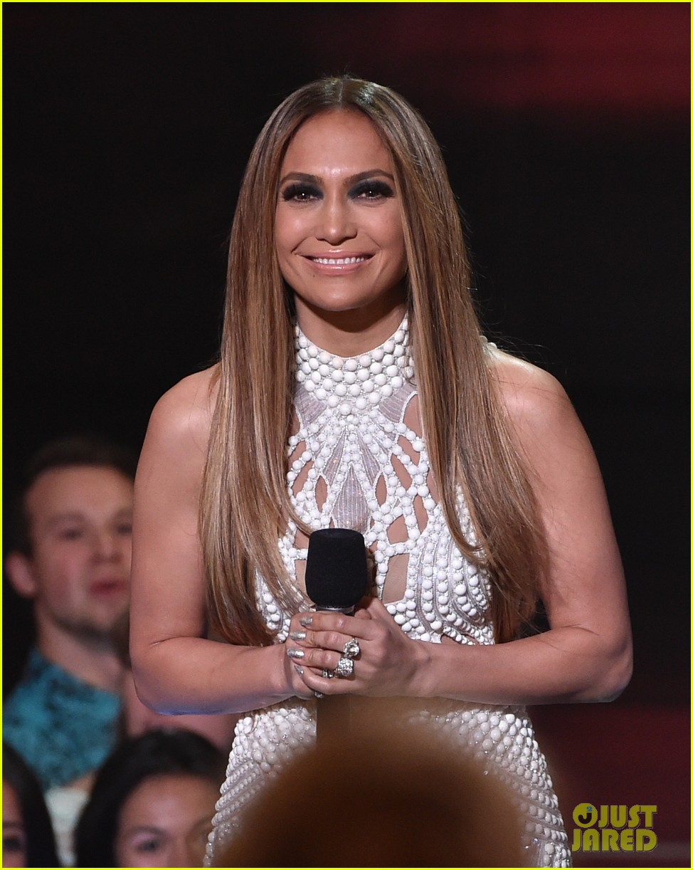 jennifer lopez goes from idol to iheartradio music awards 02